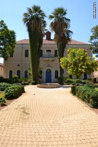 בניין בית הכנסת של בית הספר החקלאי מקווה ישראל - צילום התמונה: אפי אליאן