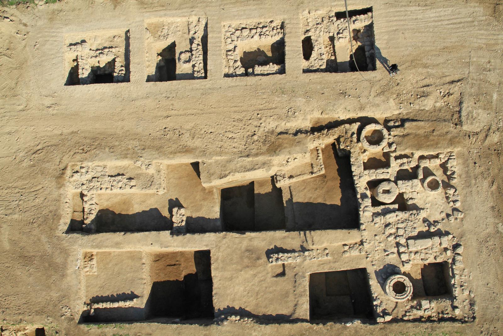 חותם מנורת בית המקדש נמצא בחפירות ליד עכו