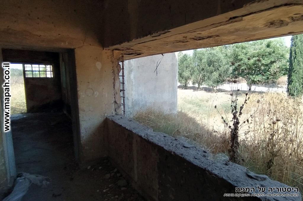 חלון רחב מול עמדת היומנאי - משטרת באטאני - צילום: אפי אליאן