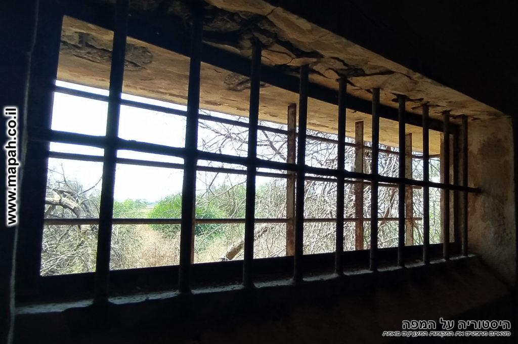 הסורג הכפול בתא המעצר של משטרת באטאני - צילום: אפי אליאן