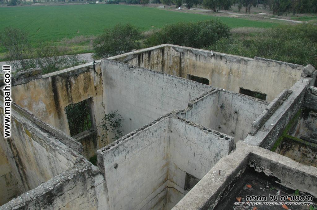 מבנים נוספים שהיו מדרום - משטרת באטאני - צילום: אפי אליאן