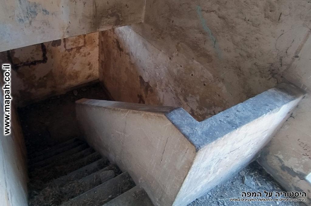 דגם המדרגות במשטרת באטאני - צילום: אפי אליאן