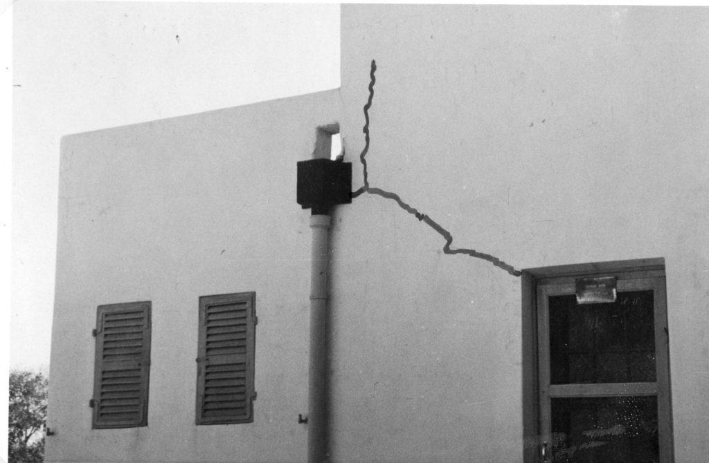"""מבנה משטרת באטאני בגרסתו הראשונה - ללא הסורגים - צילום: ארכיון מע""""צ - גנזך המדינה"""