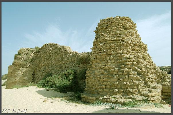 מצודה חבויה בחוף הים – קלעת אל-מינה (מצודת אשדוד ים)