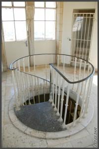 """המדרגות הלולייניות במגדל ימק""""א ירושלים - צילום: אפי אליאן"""