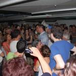 קהל המבקרים סביב איתי בללי - מדריך הסיור - צילום: אפי אליאן