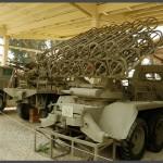 משאית דו סרני בעלת משגר רקטות קטיושה