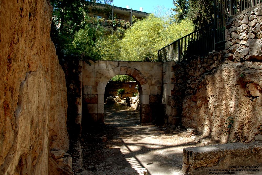 מבט על הסביבה הטבעית של קבר יאסון