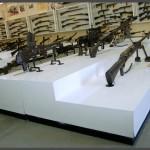 תצוגת מקלעים בביתן המקלעים במוזיאון בתי האוסף