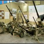 """תותחים ומקלעים במוזיאון בתי האוסף של צה""""ל"""