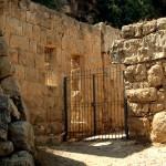 שרידי חצר בית מפואר בשמורת הסטף