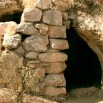 מערת מגורים עתיקה החצובה בסלע
