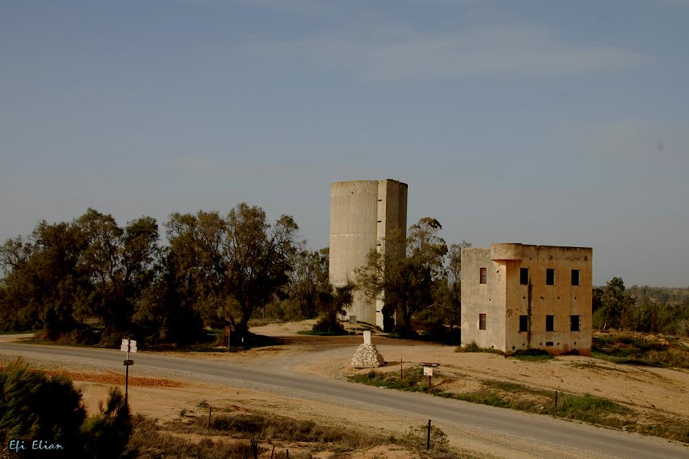 בית הבטחון ומגדל המים של קיבוץ בארי הראשון