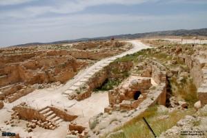 המדרגות המובילות מהחומה העליונה לכניסה לארמון הורדוס