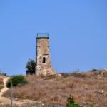 דרך המעלה אל גבעת מגדל המינרה בתל יבנה
