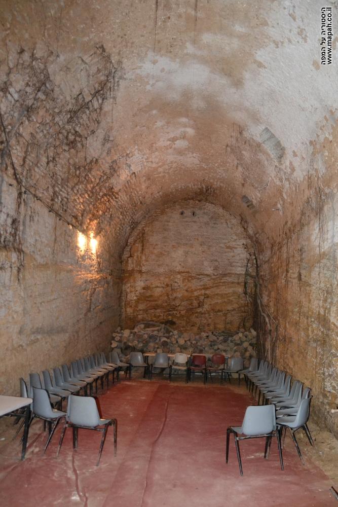 אחד מהאולמות התחתונים של היקב בבית הספר החקלאי - מקוה ישראל