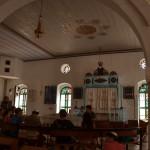 ארון ספרי התורה והתקרה המאויירת בבית הכנסת מקוה ישראל