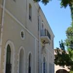 חזית בית הכנסת מזווית שונה
