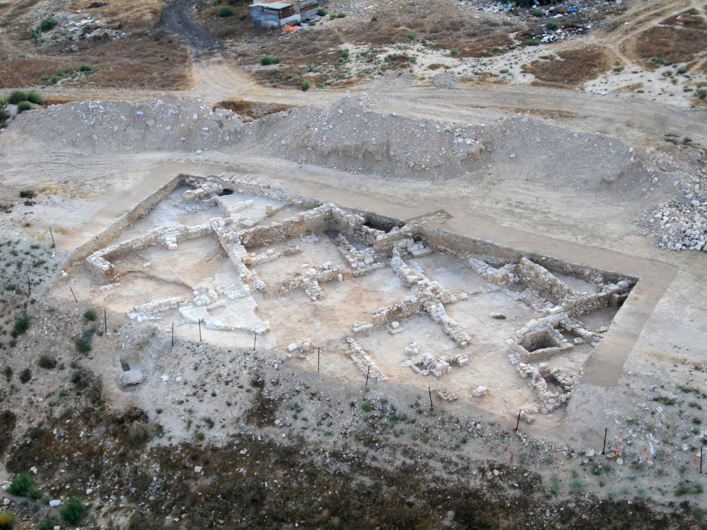 שרידי היישוב היהודי שנחשפו בבאר שבע - צילום אויר של שטח החפירה: חברת Skyview