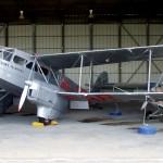 אחד מהמטוסים המוצגים בסככות המוזיאון בחצרים