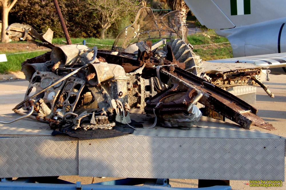 שרידי מטוס מיג 15 שנמשו מהמים לאחר שהופל מעל הכנרת