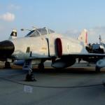 מטוס פאנטום בצביעה אפורה במוזיאון חיל האויר חצרים