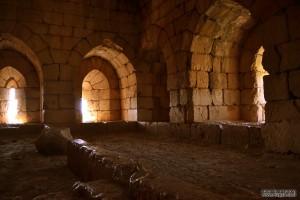 האולם מתחת למגדל המזרחי של מצודת נמרוד
