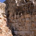 החומה המזרחית ופתח המילוט של המנהרה הסודית