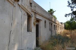 הכניסה לפרוזדור מתחת למגדל השמירה של קטרה