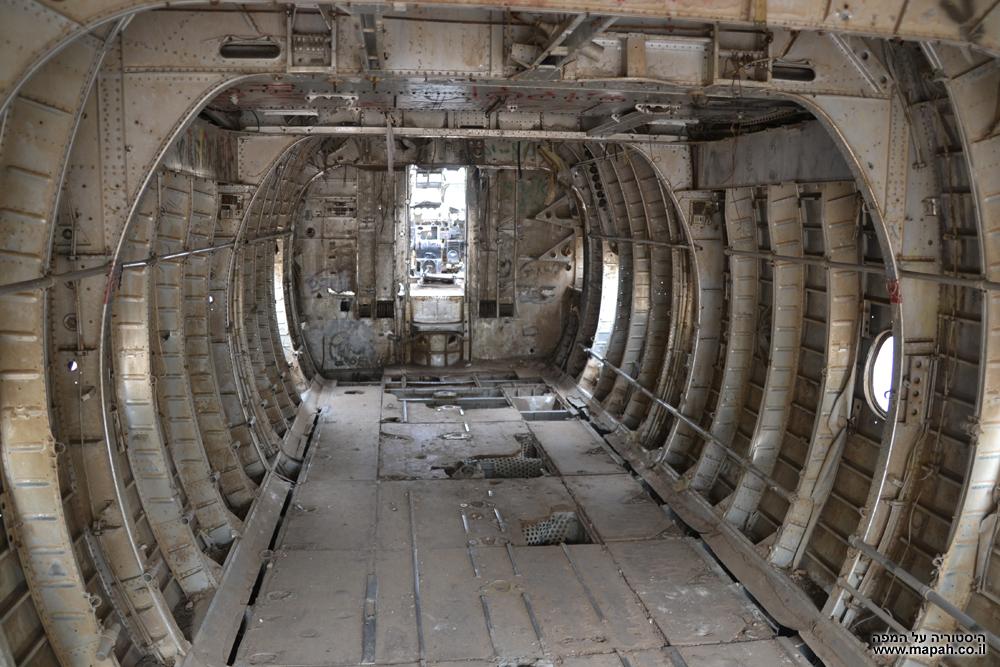 החלל הפנימי בבטן מטוס הנורד 072 של חיל האויר