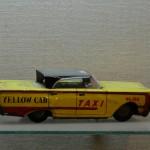 מכונית צעצוע עשויה פח שהיתה נמכרת בשנות הארבעים לישראל