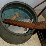 שיטות הכביסה של טרם קום המדינה במוזיאון מזכרת בתיה