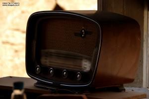 רדיו ישן בין המוצגים בנפחיית אשבל במזכרת בתיה