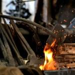 ויש לנו אש !!! , בשולחן הגחלים לחימום הברזל בנפחיית אשבל במזכרת בתיה
