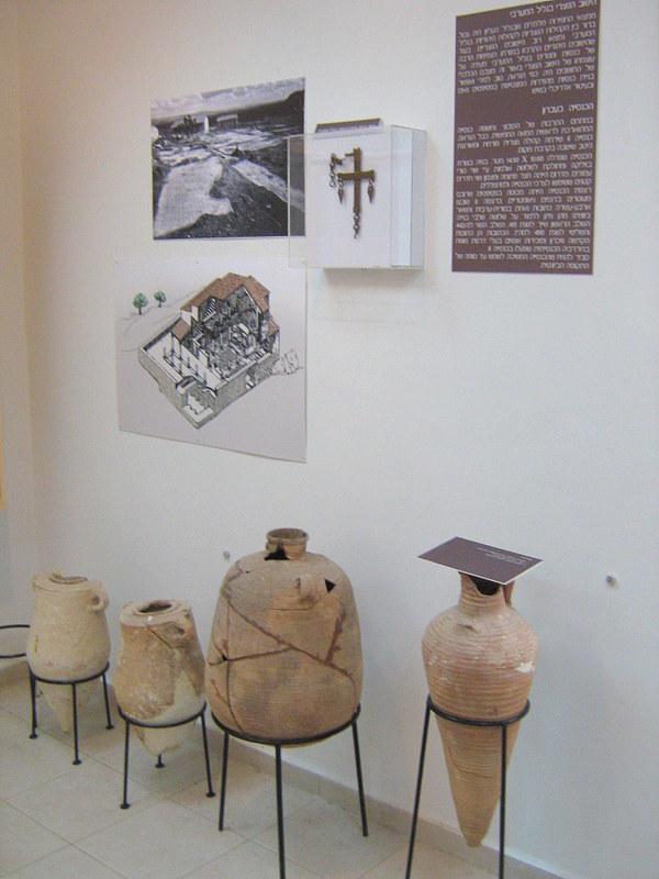 התצוגה הארכיאולוגית בקיבוץ עברון - צילום: יוֹלי שוורץ, באדיבות רשות העתיקות