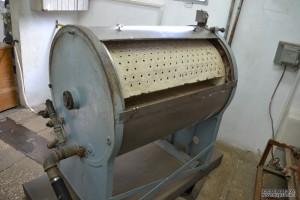 מכונת הכביסה על צירה במכון איילון