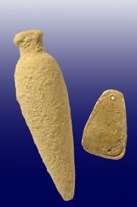 המשקולת ובקבוק הבושם. צילום: קלרה עמית, באדיבות רשות העתיקות