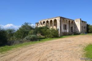 הדרך העולה אל בית הקשתות קיבוץ זיקים - חוף אשקלון