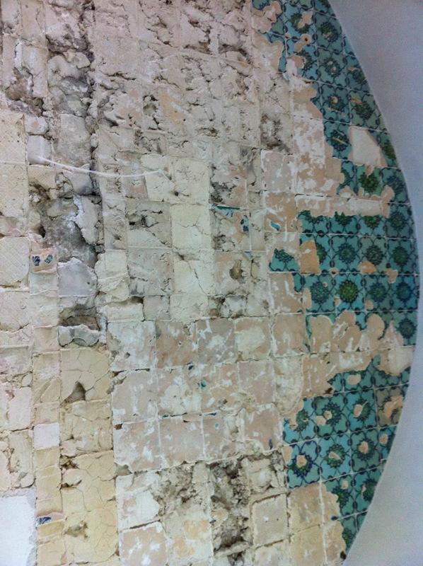 ונדליזם בקבר דוד המלך - צילום: אבי משיח, באדיבות רשות העתיקות