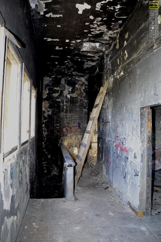 הקומה השניה והסולם לקומה שלישית במפקדת חסן סלמה