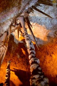 מהתקרה לרצפה - מערת הנטיפים - צילום : אפי אליאן