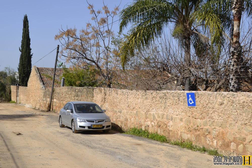 חומת המתחם הדרומית של פרדס מינקוב
