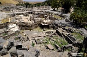 מבט אל בית המרחץ המזרחי ומתחם הפולחן בתל בית שאן
