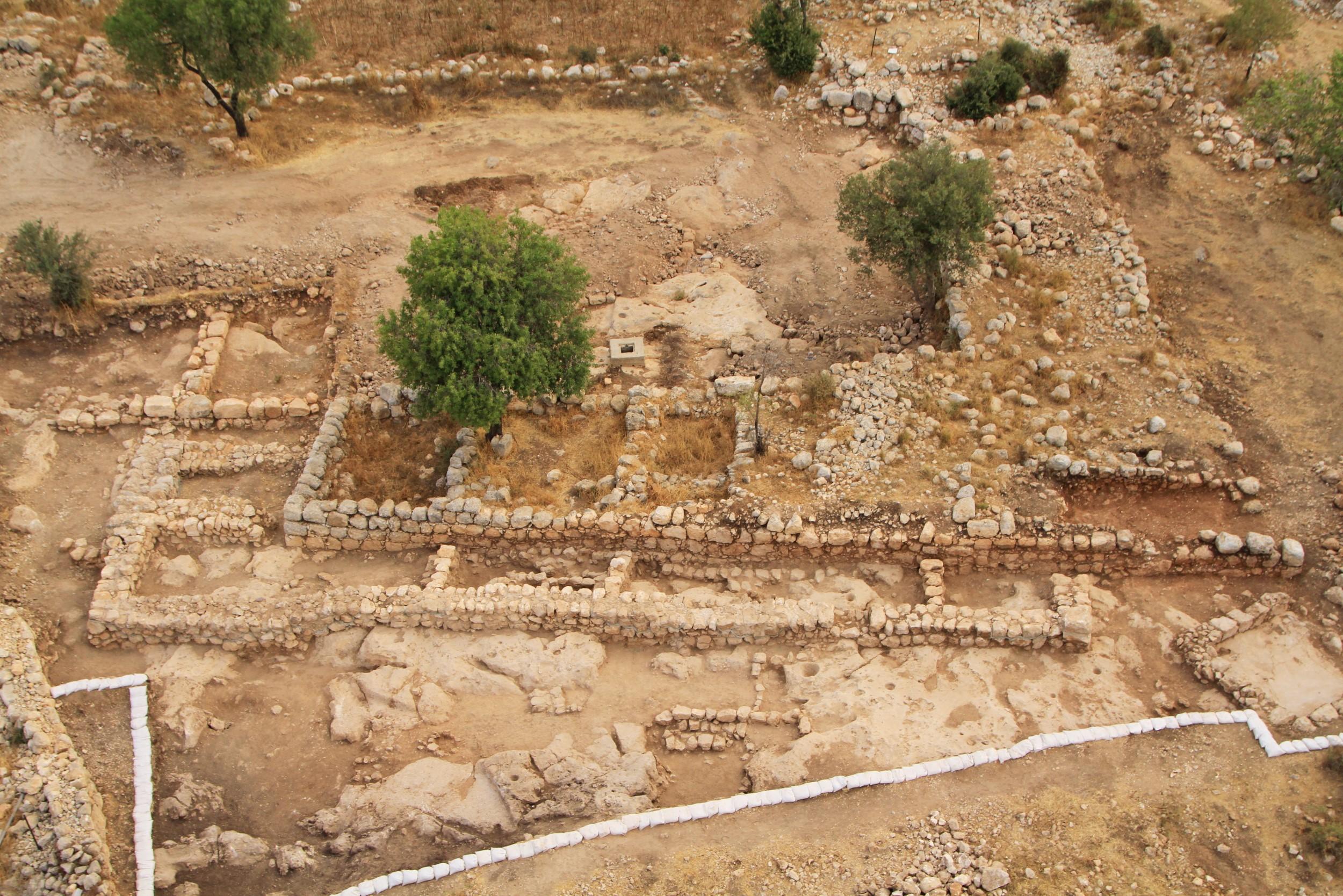 תמונה של שרידי הארמון . צילום: חברת Skyview, באדיבות האוניברסיטה העברית ורשות העתיקות