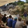 ויקיפדים בפיקודה של תמרה הירדני על שפת ברכת השילוח בעיר דוד - צילום: אפי אליאן