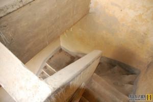 גרם המדרגות המוביל לקומה השניה בתחנת רכבת ואדי צ'רר - צילום: אפי אליאן