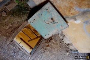 הפתח המוביל באמצעות סולם מקומה ראשונה לשניה - צילום: אפי אליאן