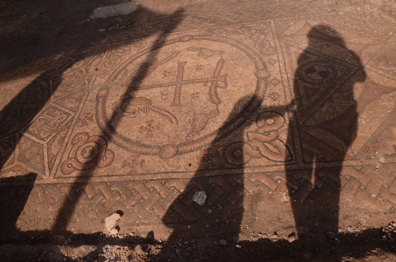 חשיפת שרידי הכנסייה באלומה - צילום: יוֹלי שוורץ, באדיבות רשות העתיקות