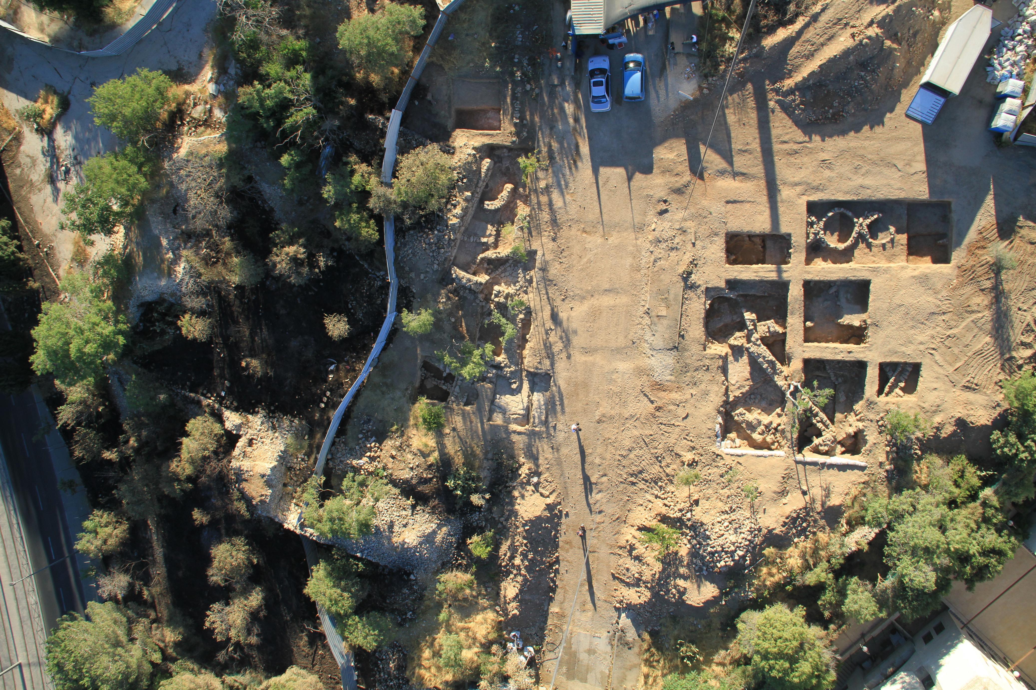 מבט מגובה על שטח חפירות ההצלה בבית וגן ירושלים - צילום: חברת Skyview, באדיבות רשות העתיקות