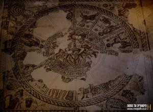 גלגל המזלות כפי שנחשף בבית הכנסת בציפורי - צילום: אפי אליאן